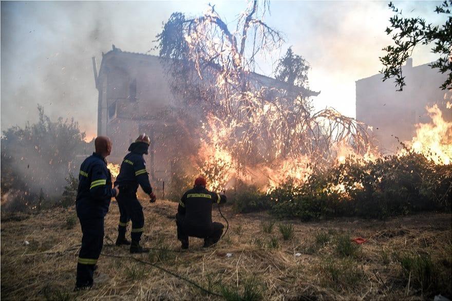 Συνεχίζεται η πυρκαγιά στο Μακρυμάλλι 4872954