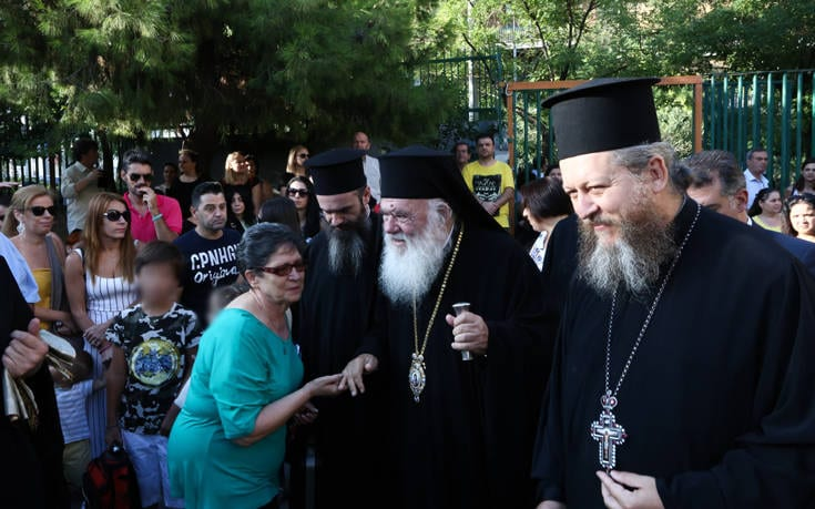 [object object] Πρώτη μέρα στο σχολείο: Τα μηνύματα του αρχιεπίσκοπου και της Σοφίας Ζαχαράκη στα παιδιά 4893355