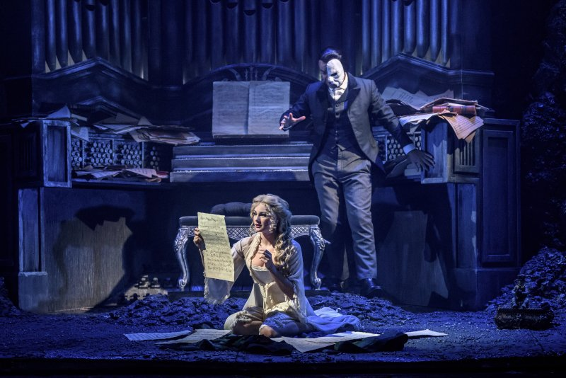 "phantom of the opera ""Phantom of the Opera"" στο Christmas Theater: Ένα εκθαμβωτικό musical (Δηλώσεις-Φωτογραφίες-Βίντεο) fantasma 0"
