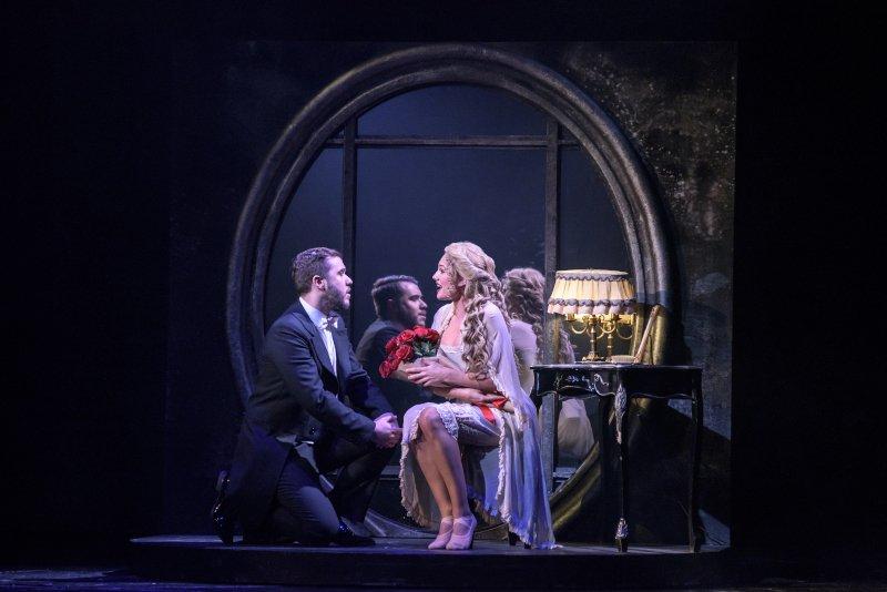 "phantom of the opera ""Phantom of the Opera"" στο Christmas Theater: Ένα εκθαμβωτικό musical (Δηλώσεις-Φωτογραφίες-Βίντεο) opera 0"