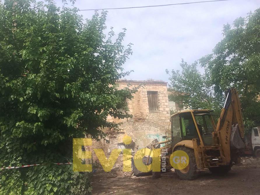 Ψαχνά Ευβοίας: Σε κατεδάφιση 2 παλαιών κτηρίων προχώρησαν, Ψαχνά Ευβοίας: Σε κατεδάφιση 2 παλαιών κτηρίων προχώρησαν τα συνεργία του Δήμου, Eviathema.gr | Εύβοια Τοπ Νέα Ειδήσεις