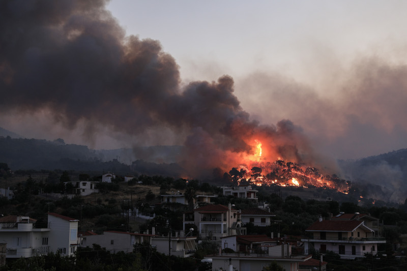 , Κορινθία: Ολονύχτια μάχη με τη φωτιά -Οι φλόγες έφτασαν σε σπίτια, εκκενώθηκε και έκτος οικισμός [εικόνες], Eviathema.gr | Εύβοια Τοπ Νέα Ειδήσεις