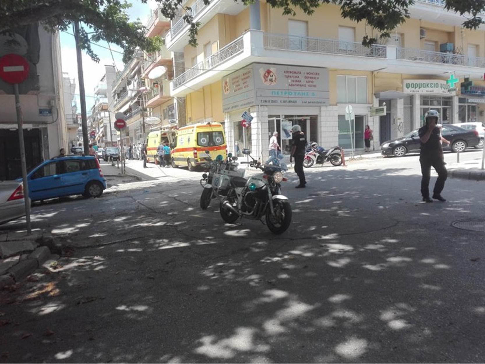 Άνδρας μπήκε με τσεκούρι, Κοζάνη: Άνδρας μπήκε με τσεκούρι στην Εφορία και χτύπησε υπαλλήλους! (video), Eviathema.gr | Εύβοια Τοπ Νέα Ειδήσεις