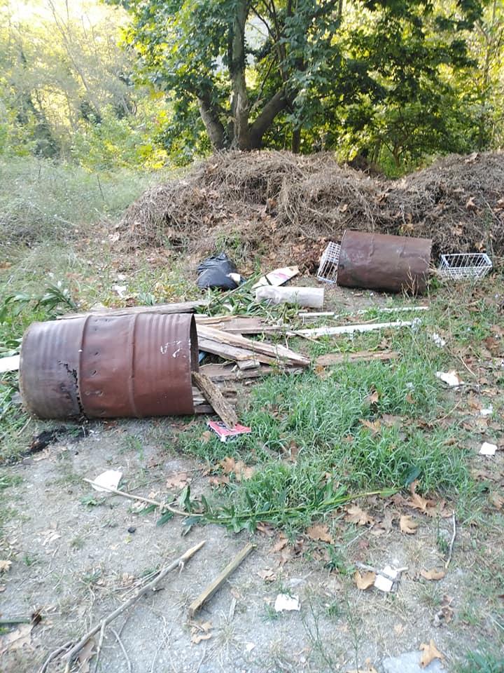 Χιλιαδού Ευβοίας: Η αγανάκτηση ενός επισκέπτη για τις στοίβες σκουπιδιών