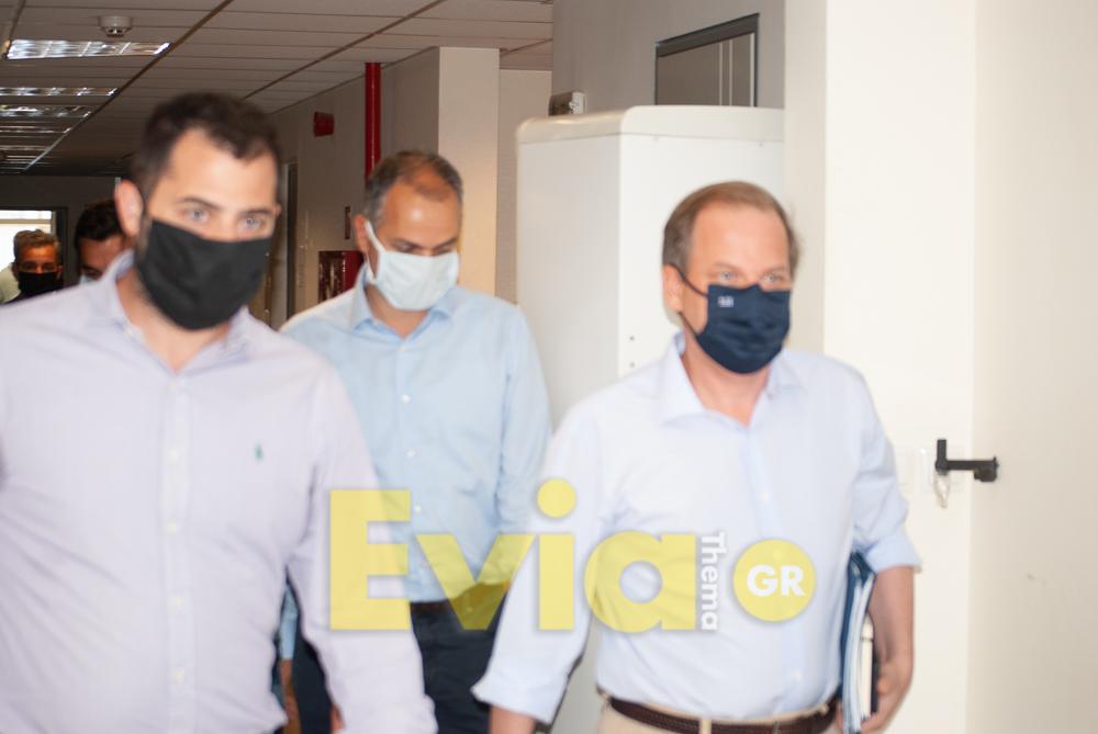 Κλιμάκιο της αστυνομίας μοίρασε κλήσεις στο προσωπικό του Διοικητηρίου Χαλκίδας την ώρα της άφιξης του Υπουργού Καραμανλή, Κλιμάκιο της αστυνομίας μοίρασε κλήσεις στο προσωπικό του Διοικητηρίου Χαλκίδας  την ώρα της άφιξης του Υπουργού Καραμανλή, Eviathema.gr | ΕΥΒΟΙΑ ΝΕΑ - Νέα και ειδήσεις από όλη την Εύβοια