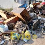 , Καστέλλα Ευβοίας: Γέμισαν οι δρόμοι από τα κατεστραμμένα αντικείμενα των κατοίκων [ΦΩΤΟΓΡΑΦΙΕΣ], Eviathema.gr   Εύβοια Τοπ Νέα Ειδήσεις