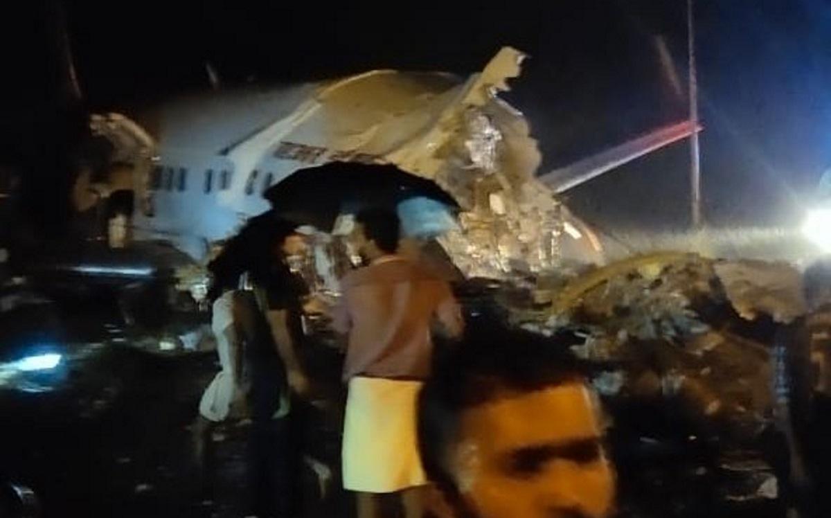 Ινδία: Συντριβή αεροσκάφους με 191 επιβάτες, Ινδία: Συντριβή αεροσκάφους με 191 επιβάτες – Κόπηκε στα δύο η άτρακτος, Eviathema.gr | Εύβοια Τοπ Νέα Ειδήσεις