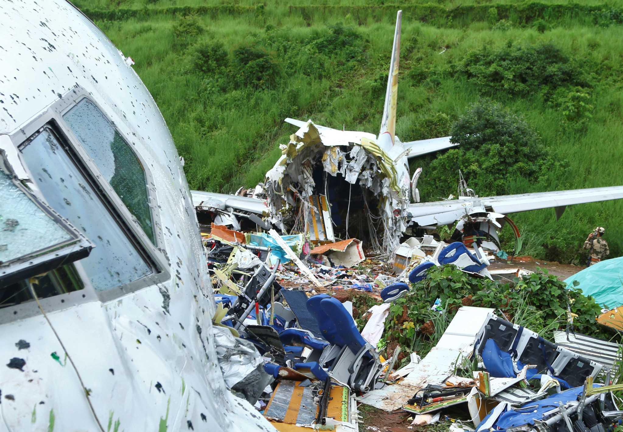Ινδία: Στους 18 οι νεκροί από το αεροπορικό δυστύχημα, Ινδία: Στους 18 οι νεκροί από το αεροπορικό δυστύχημα – Σοκαριστικές εικόνες, Eviathema.gr | Εύβοια Τοπ Νέα Ειδήσεις