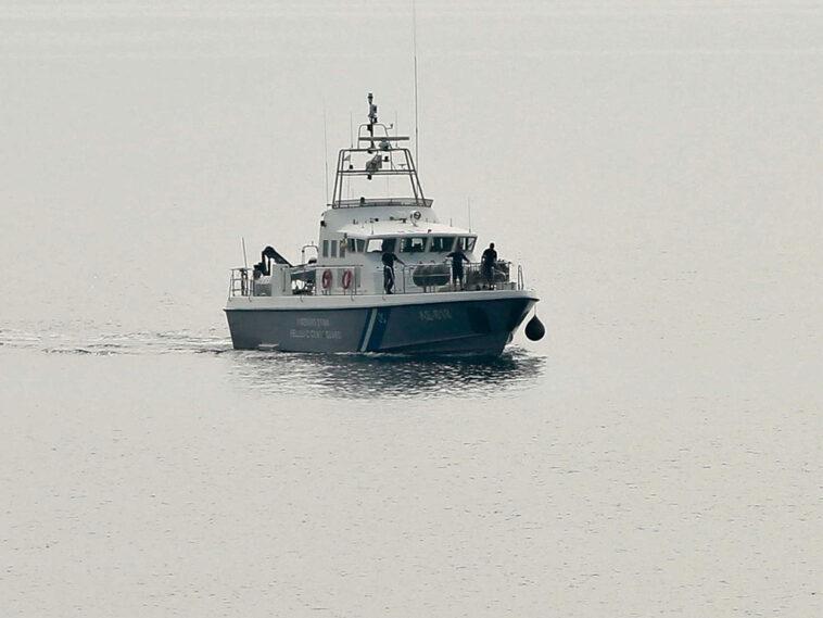 Σορός άγνωστου άνδρα Ρόδος, Φρίκη στη Ρόδο: Νεκρός  βρέθηκε δίπλα σε ημιβυθισμένο σκάφος που έφερε 12 μετανάστες στη χώρα, Eviathema.gr   Εύβοια Τοπ Νέα Ειδήσεις