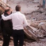 , Τραγωδία στη Σάμο: Ο Μητσοτάκης αφήνει λουλούδια στο σημείο που σκοτώθηκαν τα δύο παιδιά (βίντεο), Eviathema.gr | Εύβοια Τοπ Νέα Ειδήσεις