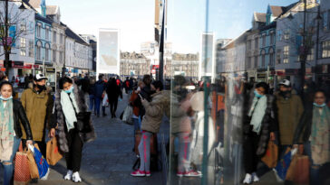 Ακόμα δεν άρχισαν οι εμβολιασμοί στην Βρετανία, Έληξε το lockdown ξεχύθηκαν στα μαγαζιά οι Βρετανοί! 925.000 και σε «ψηφιακές» ουρές (pics, video), Eviathema.gr | Εύβοια Τοπ Νέα Ειδήσεις