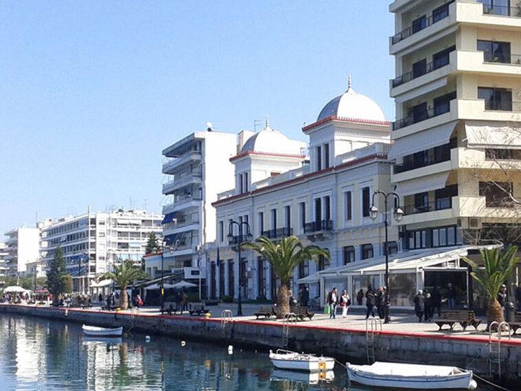 νεαρός εργαζόμενος delivery σε γνωστό Fast Food της Χαλκίδας πήγε να διασχίσει με το μηχανάκι, Χαλκίδα Ευβοίας: Τον συνέλαβε το Λιμεναρχείο γιατί διέσχιζε με το μηχανάκι τον πεζόδρομο της παραλίας, Eviathema.gr | Εύβοια Τοπ Νέα Ειδήσεις