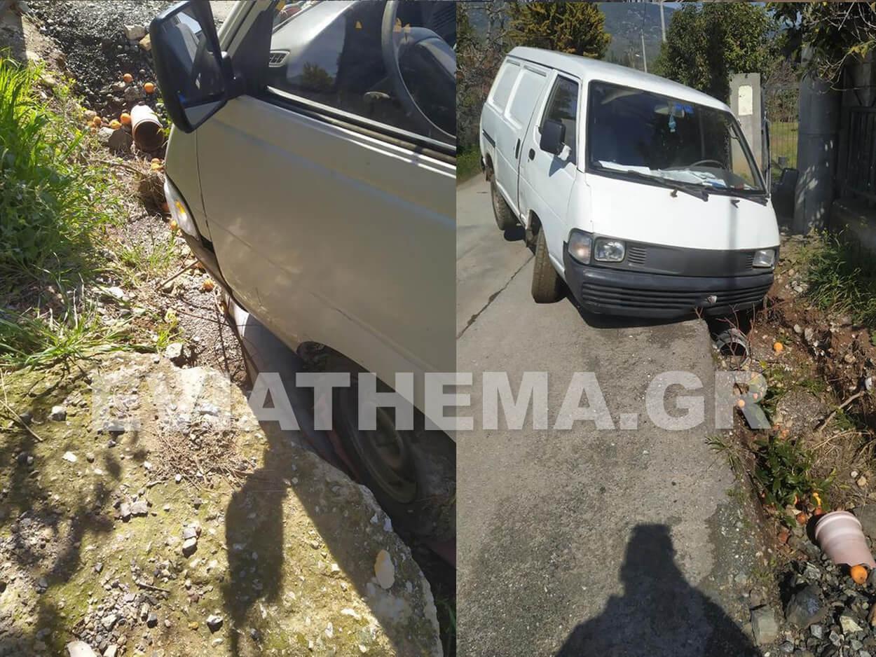 Τροχαίο στα Πολιτικά Ευβοίας - Αυτοκίνητο έπεσε σε παρατημένο χαντάκι