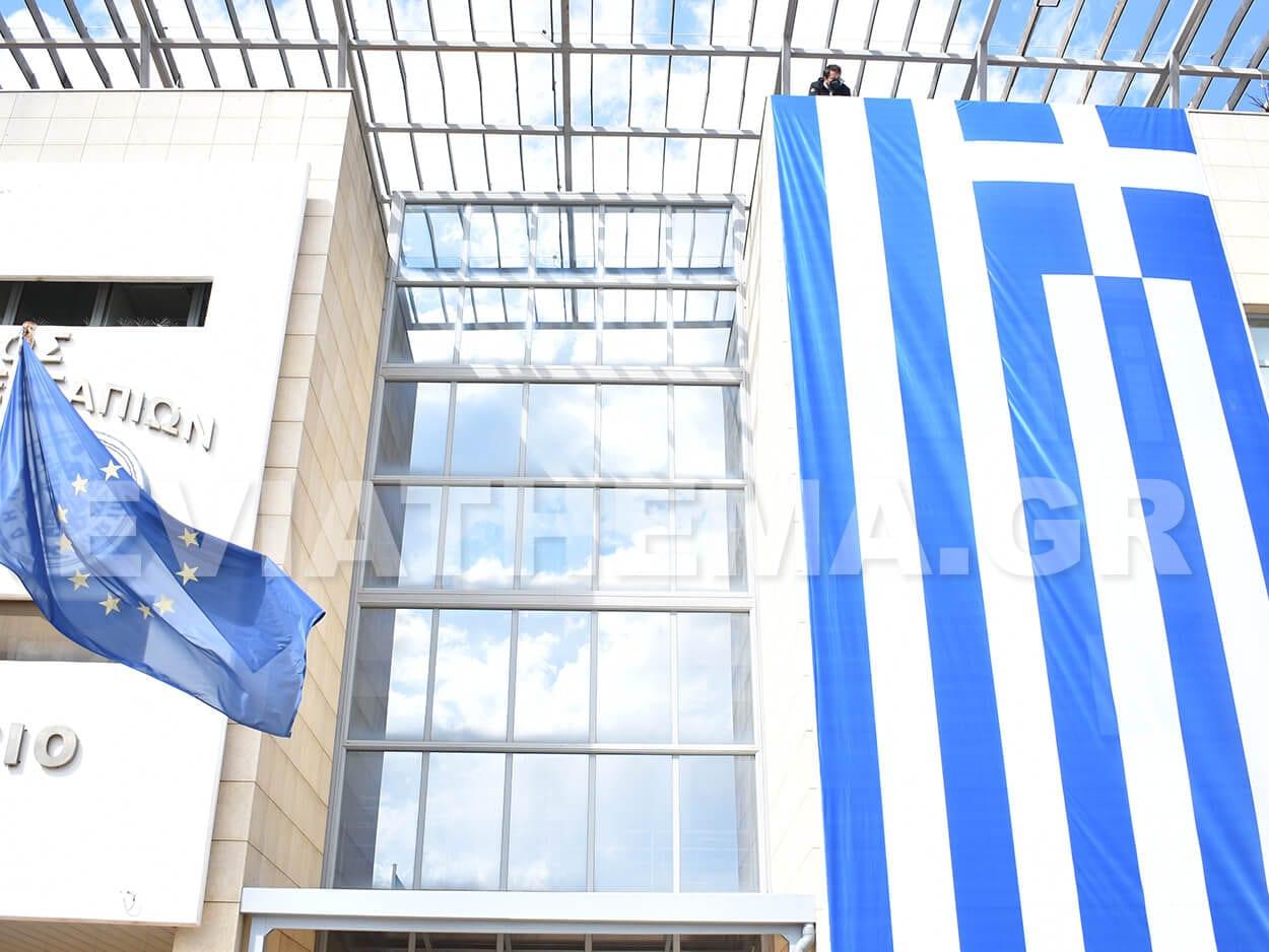 Η Ελληνική Σημαία στο Δημαρχείο Διρφύων Μεσσαπίων