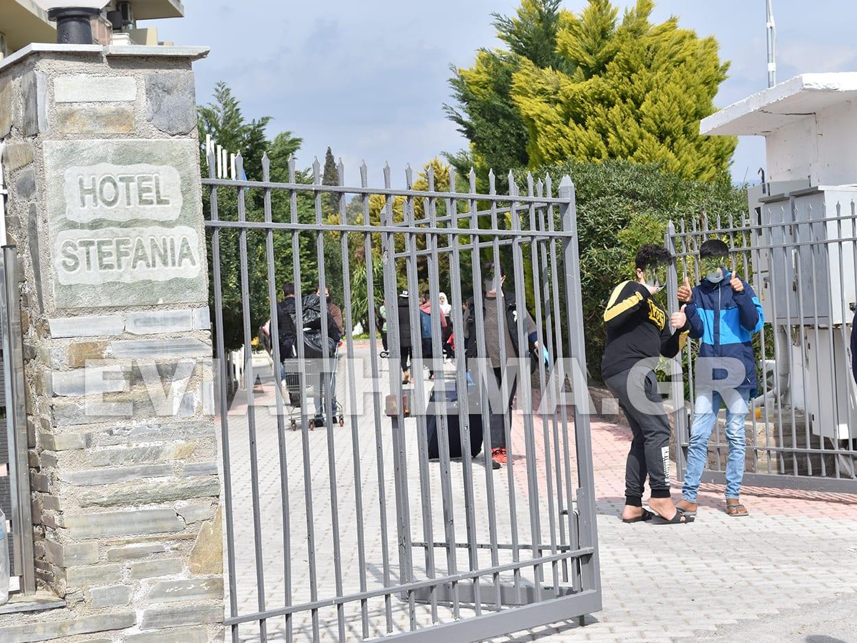 Επεισόδια δημιουργήθηκαν το πρωινές ώρες τις Δευτέρας σε Ξενοδοχειακή Μονάδα στην Αμάρυνθο Ερέτριας όπου φιλοξενούνται μετανάστες, ΧΑΜΟΣ στην Αμάρυνθο – Επεισόδια στην Μονάδα Φιλοξενίας Μεταναστών – Διμοιρία ΜΑΤ στο σημείο – Τουλάχιστον 10 συλλήψεις [ΦΩΤΟΓΡΑΦΙΕΣ – ΒΙΝΤΕΟ], Eviathema.gr | Εύβοια Τοπ Νέα Ειδήσεις