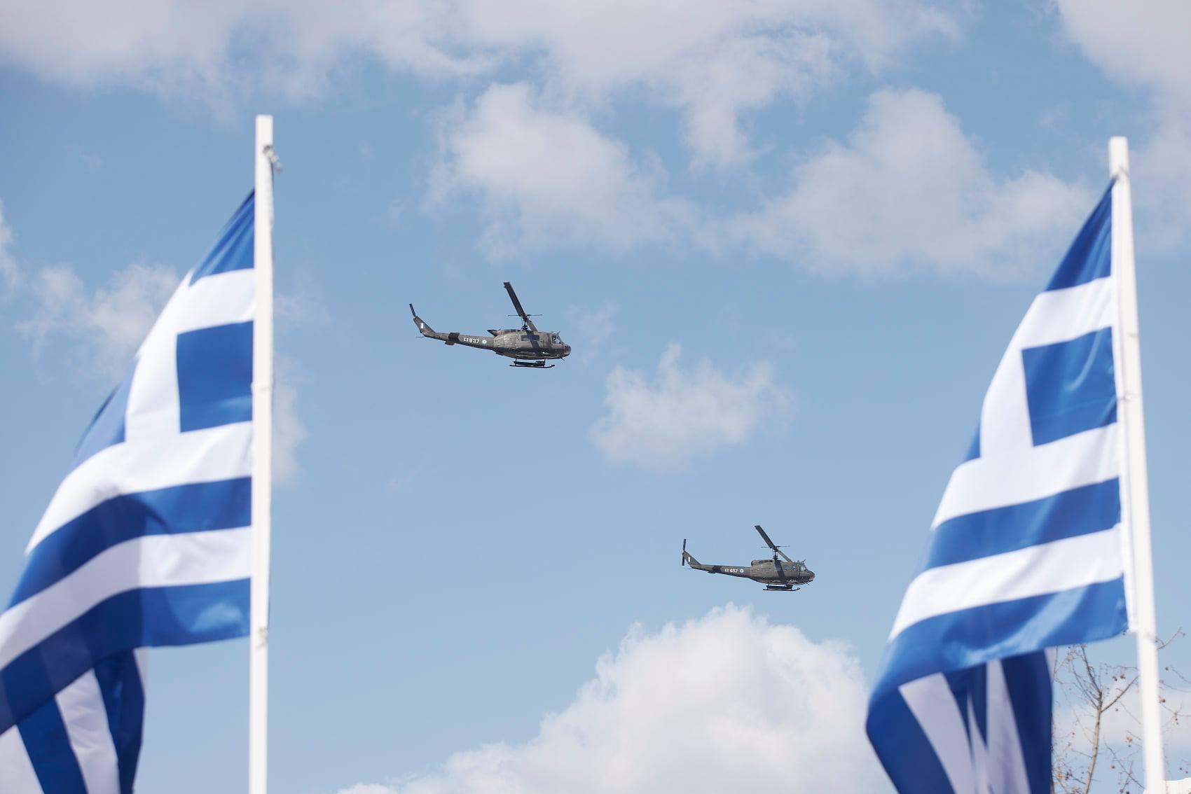 παρέλαση στο Σύνταγμα 200 χρόνων από την έναρξη της ελληνικής επανάστασης