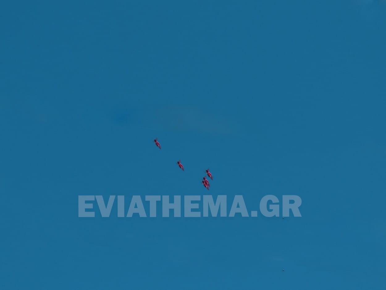 Ψαχνά Ευβοίας: Ακροβατικό σμήνος της Πολεμικής Αεροπορίας της Μεγάλης Βρετανίας έδωσε παράσταση στον Κολοβρέχτη, Ψαχνά Ευβοίας: Ακροβατικό σμήνος της Πολεμικής Αεροπορίας της Μεγάλης Βρετανίας έδωσε παράσταση στον Κολοβρέχτη [ΦΩΤΟ – ΒΙΝΤΕΟ], Eviathema.gr | ΕΥΒΟΙΑ ΝΕΑ - Νέα και ειδήσεις από όλη την Εύβοια