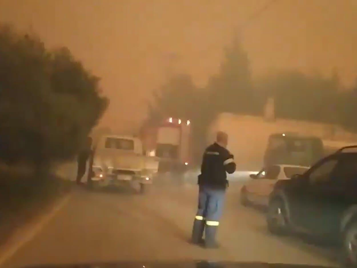 , Φωτιά στα Γεράνεια Όρη: Οι στιγμές τρόμου για πυροσβέστες και πολίτες που περικυκλώθηκαν από τις φλόγες (video), Eviathema.gr   Εύβοια Τοπ Νέα Ειδήσεις