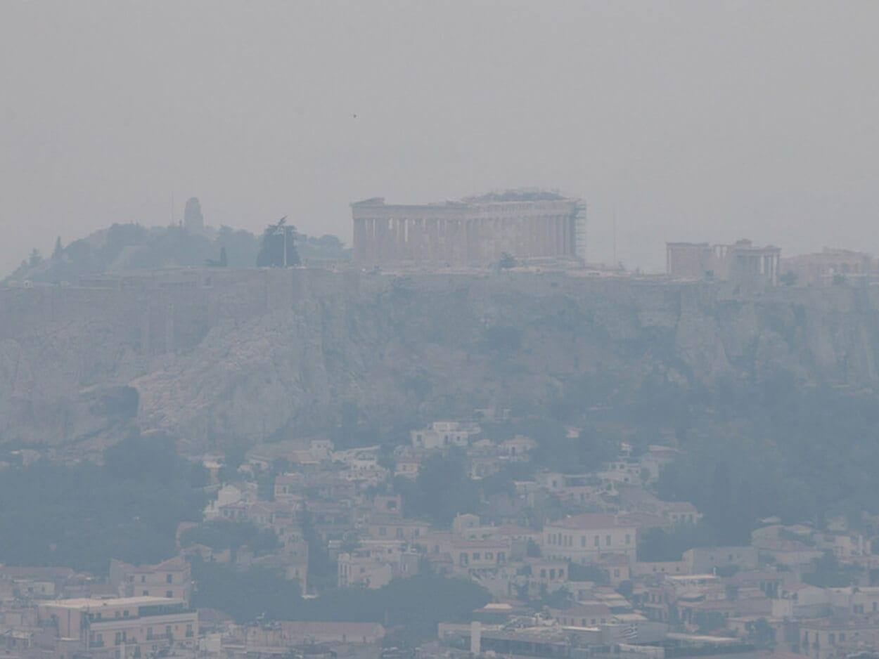 , Ο καπνός από τη φωτιά στην Κορινθία «έκρυψε» την Ακρόπολη και «έπνιξε» την Αττική (pics), Eviathema.gr   Εύβοια Τοπ Νέα Ειδήσεις