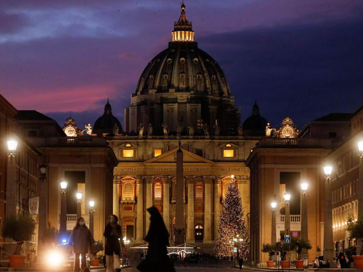 Βατικανό: Με οκτώ μαχαίρια