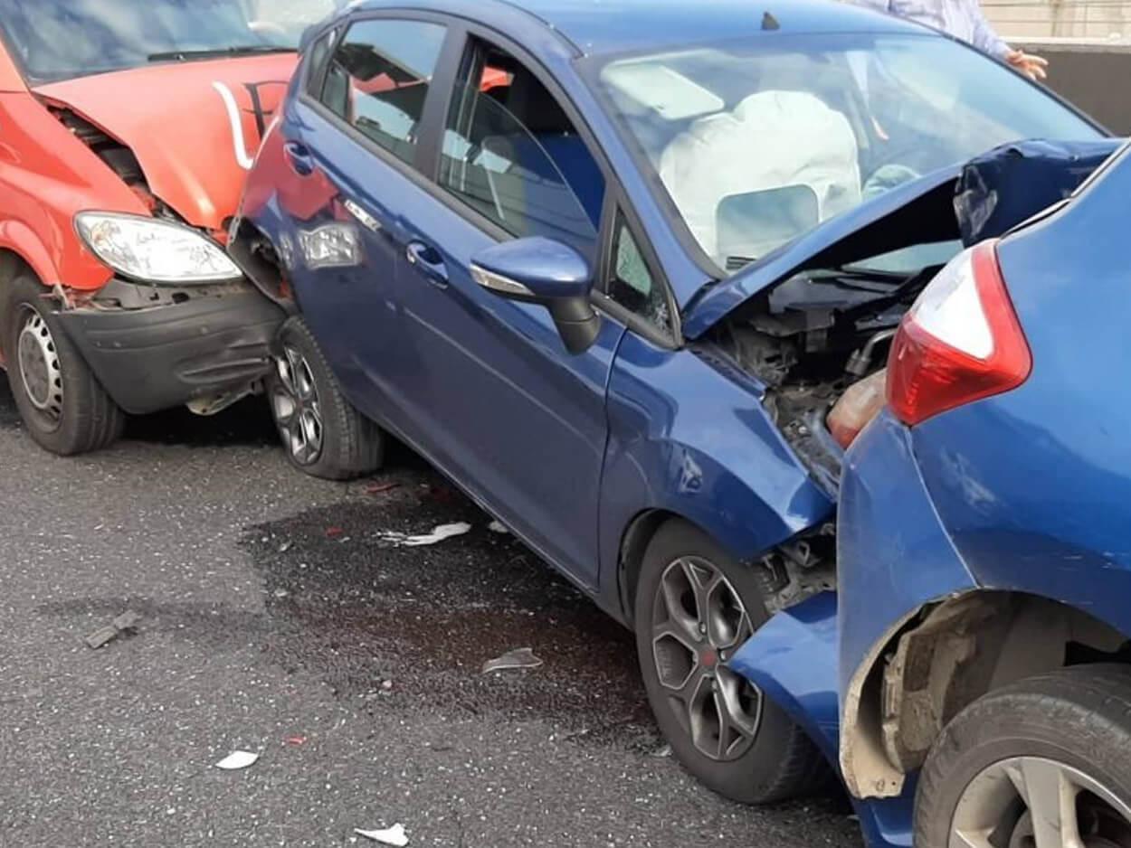 Καραμπόλα πέντε αυτοκινήτων, Δεν άρχισε καλά η έξοδος του Αγίου Πνεύματος: Καραμπόλα πέντε αυτοκινήτων, Eviathema.gr | Εύβοια Τοπ Νέα Ειδήσεις