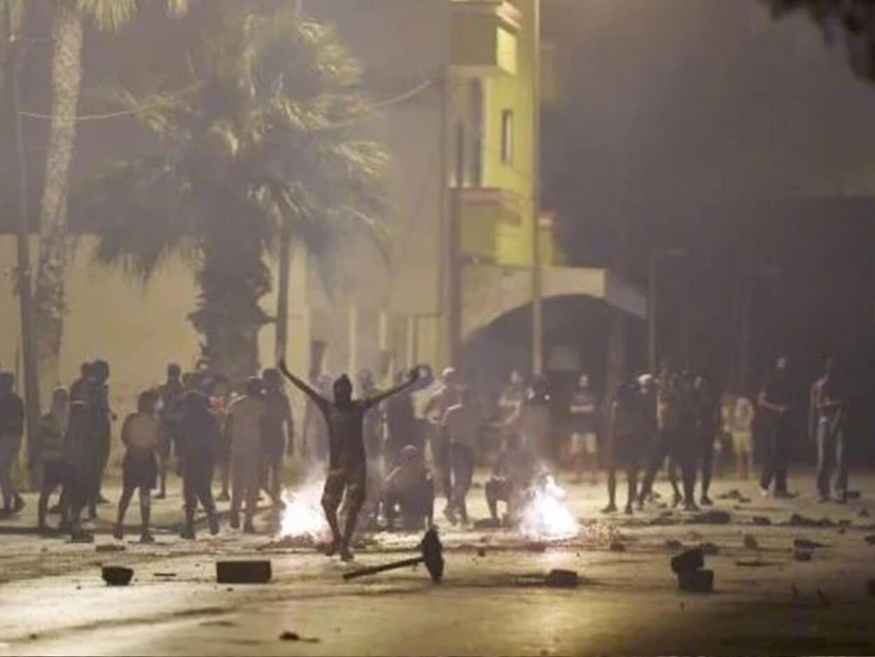 Νεαροί και αστυνομικοί συγκρούστηκαν στην Τυνησία, Τυνησία: Επεισοδιακές οι διαδηλώσεις κατά της αστυνομικής βίας, Eviathema.gr | Εύβοια Τοπ Νέα Ειδήσεις