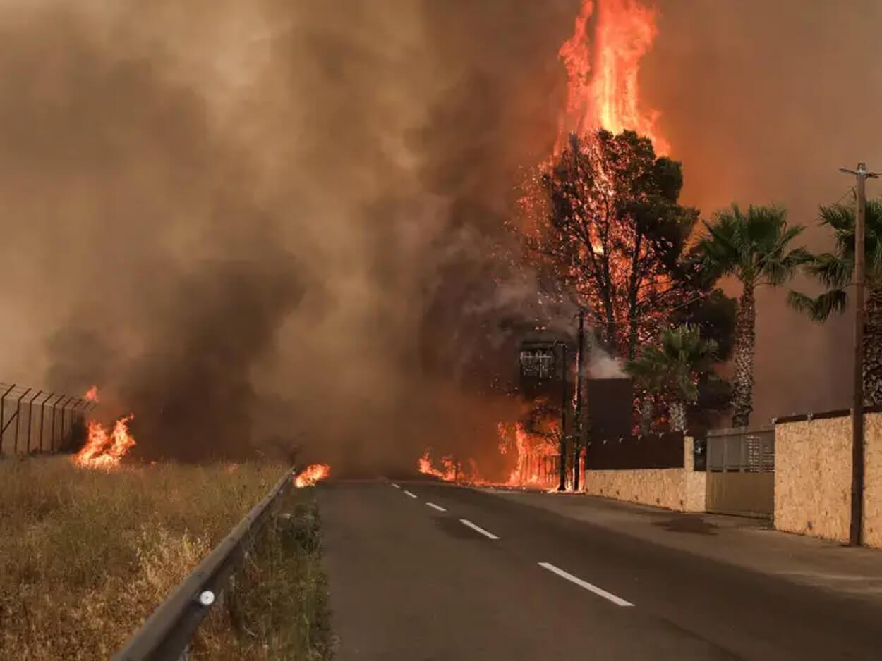 πυροσβέστες στην Βαρυμπόμπη